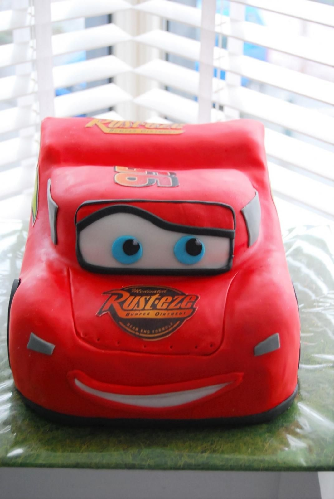 cars disney mc queen cake