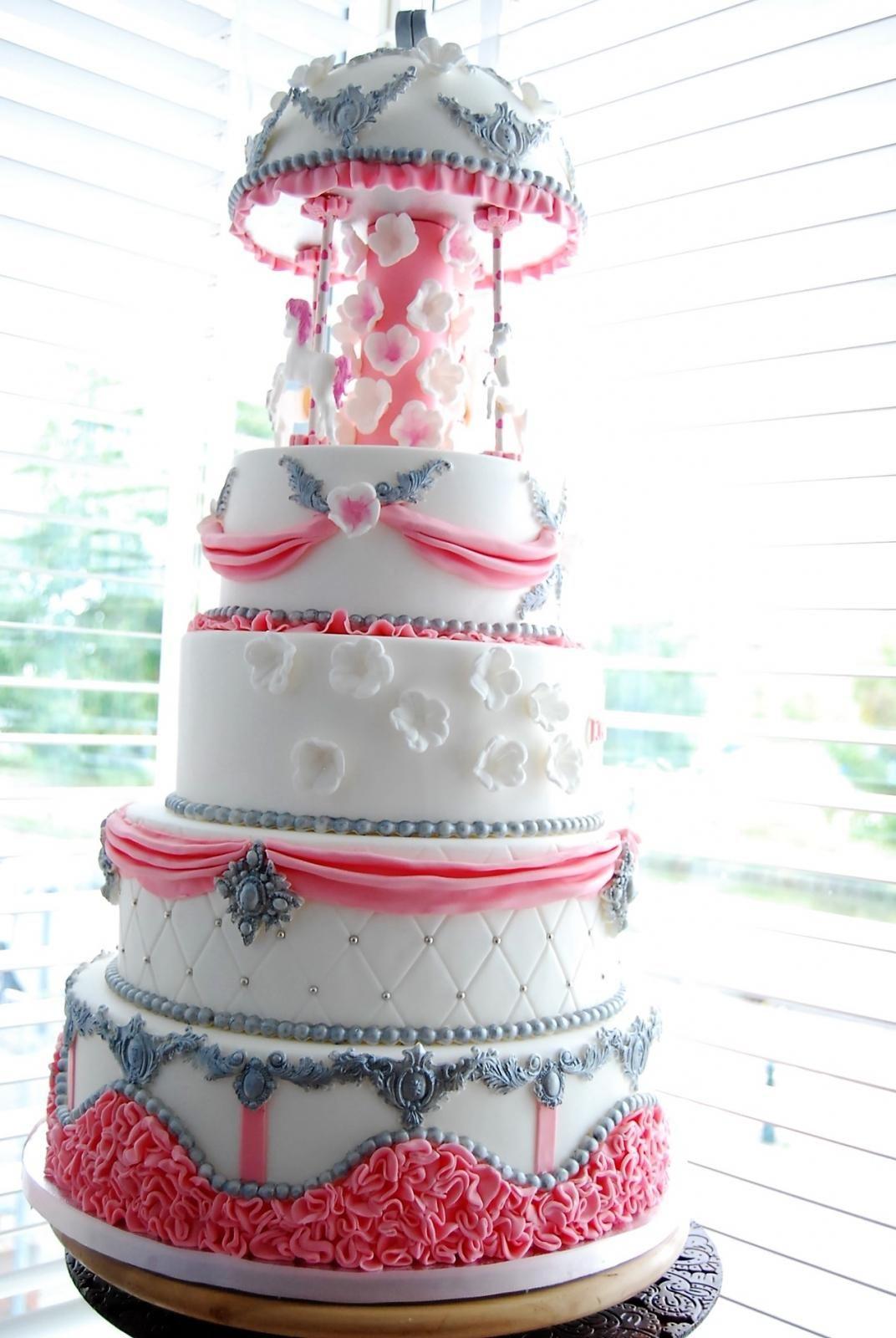 carrousel cake girl
