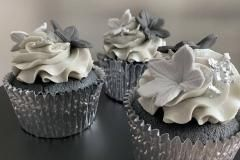 black-and-grey-cupcakes
