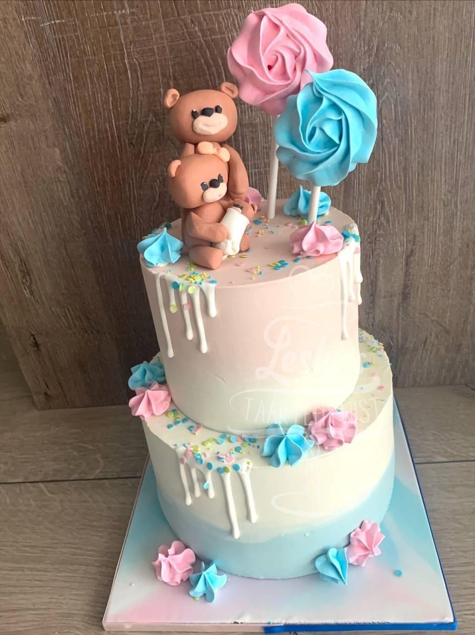 gender-reveal-bear-cake