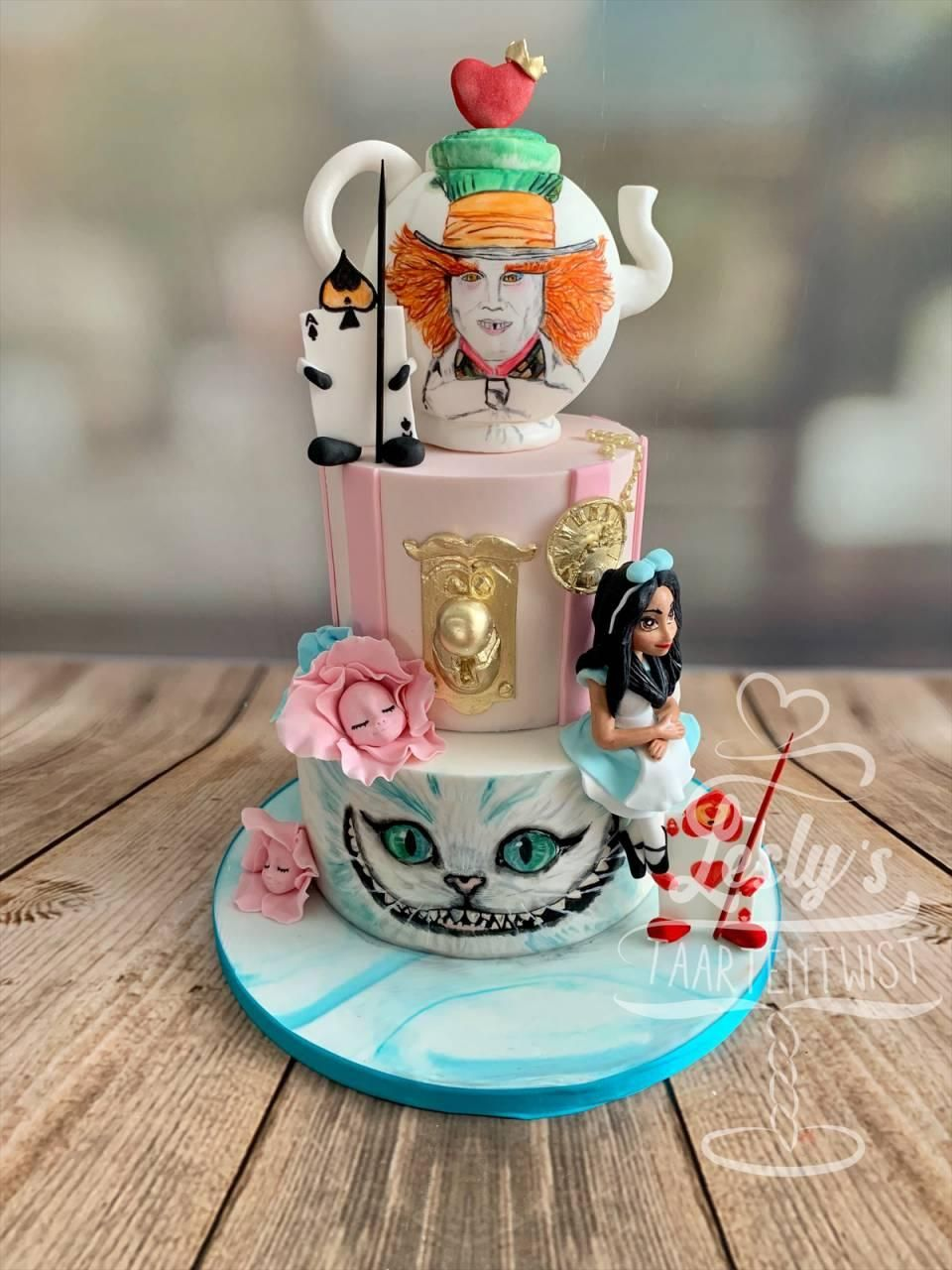 alice-in-wonderland-taart